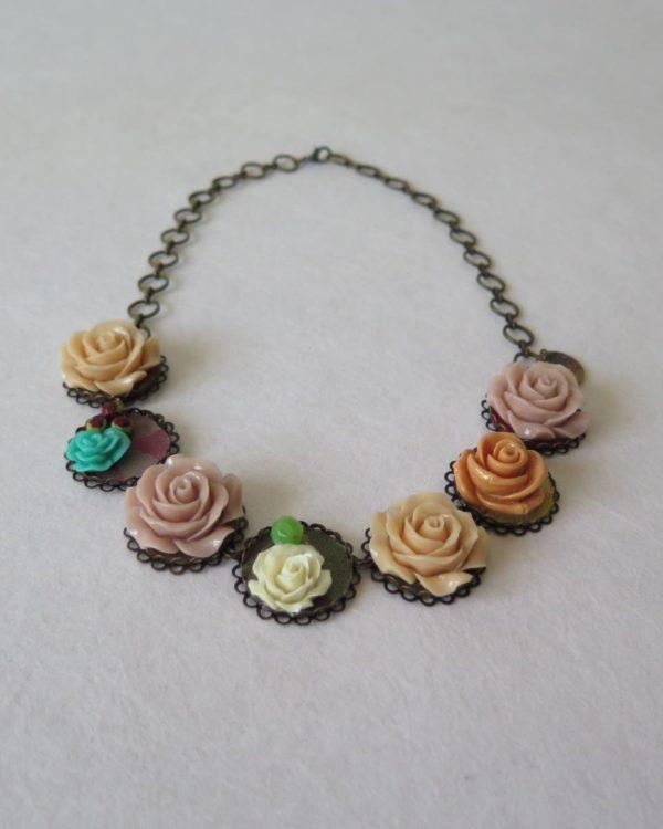 lucia castaño-collar flores resina-tienda telas on line-telas online