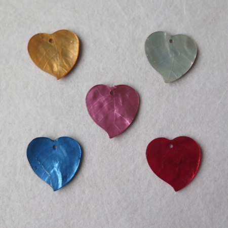 botones colgantes corazones