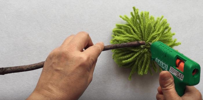 telas divinas-hacer pompones de lana-11