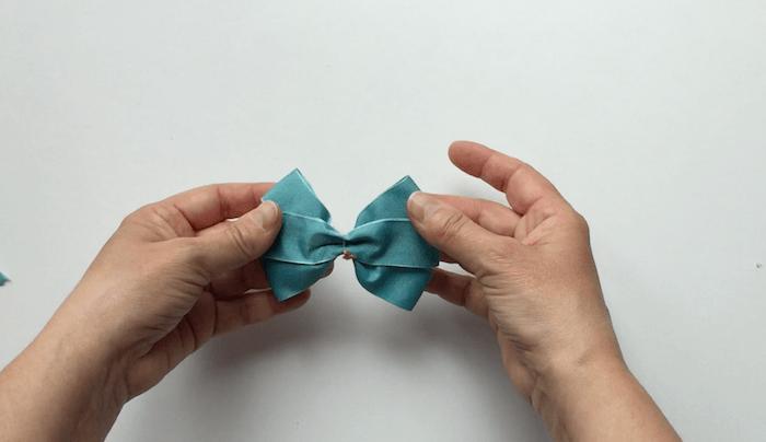 hacer lazo de cinta