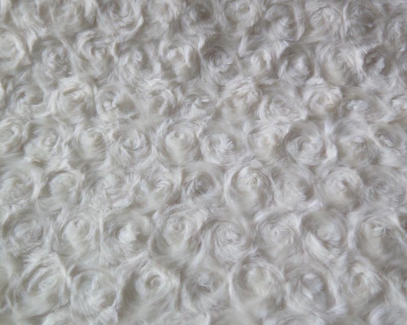 Tela pelo rizo marfil perfecta para ropa y complementos for Telas marfil malaga