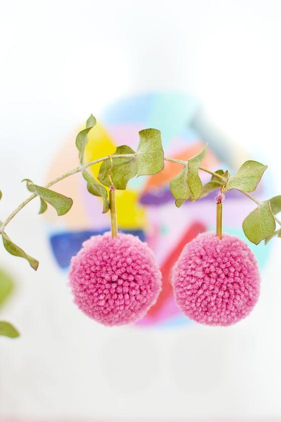 pendientes con pompones